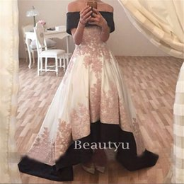 Barato Vestido De Renda Marfim Vintage Marfim-High Low Off Shoulder Long Dresses Evening Wear Ivory Satin Lace Appliques A Line Corset Arabic Red Carpet Vestido Prom 2017 Vestidos formais