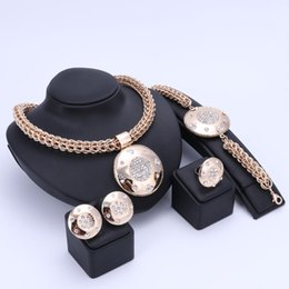 Ensembles De Costumes Dubai Pas Cher-Luxe Big Dubai Gold Color Crystal Jewelry Sets Fashion Nigérian Wedding African Beads Costume Collier Bangle Earring Ring