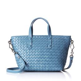 ee6affa16 حقيبة منسوجة وجلدية بسيطة من جلد الغنم ، حقائب كتف جلدية ووصلة ترتيب حقيبة  يد فاخرة