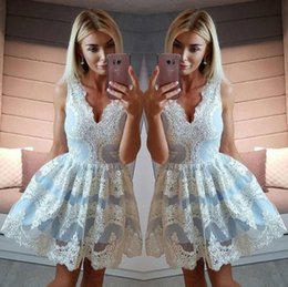 Barato Vestidos Chiques E Chiques-2017 Chic Arabic Appliqued Short Homecoming Vestidos Light Blue A Line V Neck Prom Dresses Cocktail Gowns
