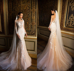 Robes De Mariée Allumées Pas Cher-Milla Nova Bridal 2017 Robes de mariée Mermaid Illusion Neck Sheer manches longues Appliqued Robes de mariée en dentelle Light Champagne Sweep Train