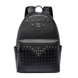 9e4154f71e7 Gran capacidad famoso diseñador remache Punk estilo alta calidad hombres  hombro mochila escuela estudiante bookbag marca