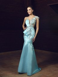 V Col Longue Robe Bleu Ciel Pas Cher-2017 Light Sky Blue Mermaid Prom Robes Long Plunging Neck Lace Applique Robes de soiree Robe de soirée en satin de finition