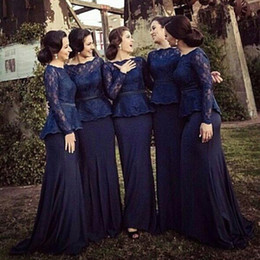 Barato Mangas Da Dama De Honra Da Marinha-Dark Navy Mermaid Bridesmaid Dresses Bateau Pescoço Manga comprida Lace Satin Peplum Muslim Prom Dresses Formal Evening Gowns Sweep Train