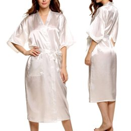 Barato Roupões De Inverno Para As Mulheres-Atacado- Marca Long Robe Emulation Silk Soft Home Bathrobe Plus Size S-XXXL Camisola para mulheres Kimono Robes Autunm Spring Winter Summer