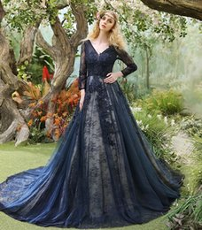 Robes De Bandage De La Marine Foncée Pas Cher-Vintage Robes de soirée 2017 Dark Navy Beaded Applique Lace V Neck Ouvrir le dos Long Sleeve Robe de bal Court Train Formal Gowns Party Gown
