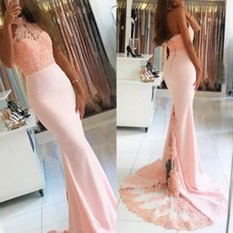 Barato Vestido De Formatura Sem Mangas-2017 Blush Nude Pink Dresses Halter Neck Sleeveless Beaded Lace Top Prom Dress Vestidos elegantes Mermaid Evening Party Gowns Sheer Train