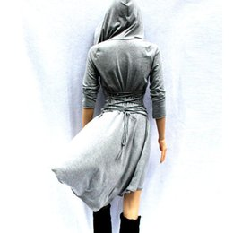 Vestido Largo Xl Baratos-2017 Cosplay gris de manga larga Causal Día de la Mujer Vestidos Hoodies High Low Señoras Ajustable Lace Up Volver Trench Coat de la camiseta FS1906