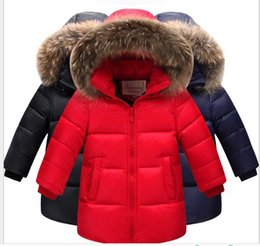 Barato Casaco De Pele Do Inverno Do Menino-2017 inverno New Kids Boys and Girl 90% White Duck Down Ultralight Coat Real Fur Collar Outerwear