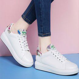 Talons Mignons Des Filles Pas Cher-Cute Spring Girls 'White Printing Talon épais Platform Casual Chaussures Fashion Lacing Round toe PU Hauteur augmentant Sports Sneakers en 34-40