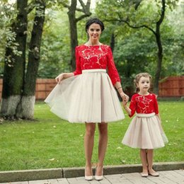 Barato Mangas De Renda Mini Vestido Vermelho-2017 Mãe Filha Vestidos Red Lace Top Jewel Neck 3/4 Sleeves Short Tulle Skirt Custom Made Formal Party Gowns