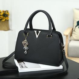 Vintage saddles online shopping - 2017 the new trend of European and American fashion V word handbag shoulder bag low price