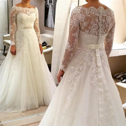 Barato Beaded Bateau Vestido De Manga Comprida-Modest A Line Wedding Dress with Illusion Manga comprida Aracne árabe Appliques Sheer Bateau Neckline Beaded Sash Vestidos de noiva Sweep Train