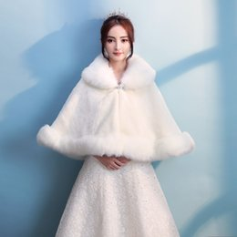 Barato Revestimento De Pele De Faux Quente E Vintage-Vintage Princess Ivory Cheap Wrap nupcial Warm Faux Fur Wedding Cloak Jacket Bolero Cover up Cabo Stole Winter Mulheres Coat Shrug Shawl 2017