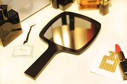 Vente en gros Nouvelle mode avec miroir de poignée de maquillage acrylique logo classique / miroir de courtoisie portable de haute qualité 2017 avec boîte-cadeau (Anita Liao)