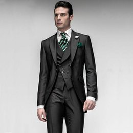 Barato Melhores Ternos Formais Mens-2017 Black Custom Made Groom Tuxedos Groomsmen Ternos de casamento do melhor homem para homens Vestuário formal para homem (Jacket + Pants + Vest) EW7104