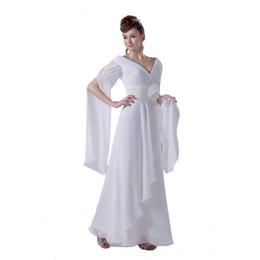 Специальный длинный рукав белый шифон пляж свадебное платье с ручной цветы свет свадебное платье изысканный V-образным вырезом