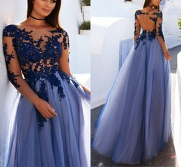Robe Bleu Applique Bleu Pas Cher-Long Sleeves Robes de soirée Sheer Neck Illusion Bodice Appliques Tulle Floor Length Backless Robes de bal Royal Blue Evening Gowns