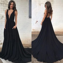 Barato Vestidos Deep Open Neck-Sexy 2017 Prom Dresses Long Formal Black Evening Party Vestidos Deep Neck Neck sem mangas Open Back Dress with Pockets Sweep Train