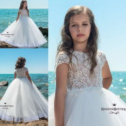 Barato Vestidos De Princesa Formal Para Meninas-2018 Summer Beach Pure White Flower Girl Vestidos Princesa Ball Gown Cap Mangas Appliqued Long Kids Formal Wear Girl Restaurant Dressing
