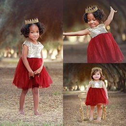 Sequin Toddler Visuel Robes Pas Cher Pas Cher-Sparkly Flower Girls Robes Une ligne Longueur du genou pour les mariages Cap Sleeves Sequins Tulle Cheap First Communion Toddler Pageant Robes
