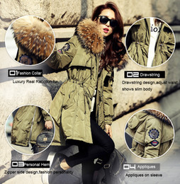 Barato Parkas De Mulheres Brancas-Alta qualidade Grande Real Raccoon Fur Inverno Jacket Lady Fur Collar Hooded Thick White Duck Down Army Parka para mulheres Winter Ladies Coat