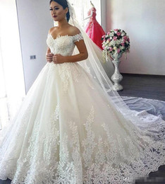 Barato Vintage Dubai-2017 Luxo Vintage Lace Applique Catedral Train A-line Vestidos de casamento Dubai Árabe Off-ombro Princesa Modest Bridal Dress