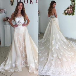 Gorgeous Lace Appliqued Wedding Dresses With Detachable Cathedral Train 2017 Sheath Tulle Champagne Bridal Gowns Formal Vestidos