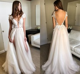 Aline Beach Wedding Dresses Pas Cher-2018 Sexy Illusion Split Tulle Dentelle Robes de mariée V Neck Cap Mains Longueur de sol Aline Robes de mariée Backless Beach Robes de mariée