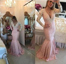 Barato Rosa Branco Vestidos Sexy-White Appliques Lace Pink Mermaid Sexy Backless Prom Vestidos de festa 2017 Elegant Long Sleeve V-neck Evening Gowns
