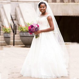 Chandelier À Rayures Appliques En Perles Pas Cher-Hot Sale Cap Sleeves Robes de mariée Cristaux Beaded Sheer Neck Vintage Appliques en dentelle Robes de mariée Plus Size African Brides Dress with Sash