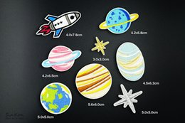 Fournitures De Broderie Pas Cher-8pcs / lot Universe Space Exploration Planet Badges Broderie Patch Applique Vêtements de repassage Articles de couture Patchs décoratifs