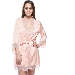 Barato Vestes De Quimono De Seda Curtas-Atacado- Grande tamanho Sexy Silk Satin Night Kimono Robe Short Bathrobe Perfect Wedding Bride Bridesmaid Robes Dressing Vestido para Mulheres