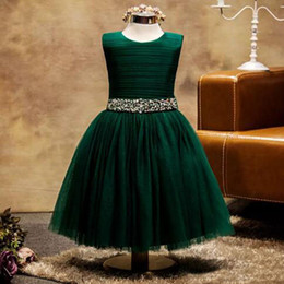 Barato Verde Escuro Para Miúdos-Tulle flor girls dresses 2017 Dark Green Jewel Neck sem mangas Ruched Top cristais Beads Sequins Cintura Ankle Comprimento Kids Dress with Bow