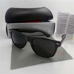 Alta calidad Diseñador de moda Moda Hombres Gafas de sol Protección UV Deporte al aire libre Vintage Mujeres Gafas de sol Retro Gafas Con estuche y estuches