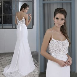 Barato Bainha De Espaguete Vestidos De Noiva-2017 Stunnig Backless Vestidos de casamento Vestido de sereia Lace Top Spaghetti Straps Wedding Bainha Vestido com Sweep Train Country Bridal Gowns