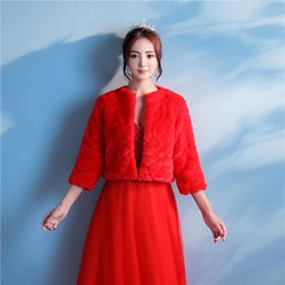 Barato Casaco De Bolero Vermelho-Elegant 3/4 Sleeve Red Bridal Wedding Jacket Chinesa Cool Winter Warm Faux Fur Bridal Bolero Wedding Shawl Bridal Wraps For Prom Wedding