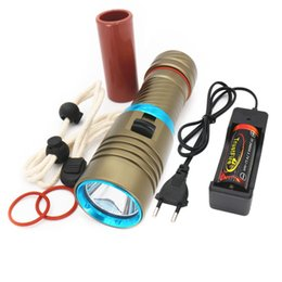 portable underwater fishing lights UK - 3 Colors Waterproof 6800lm XM-L2 Underwater Diving Swimming led flashlight dive Torch light lamp Lantern + Battery+charger+Bag