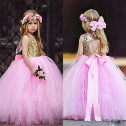 Barato Meninas Vestido De Tule De Ouro-Lovely Flower Girls Vestidos para casamentos Sequined Gold Top Open Back Tulle Vestido infantil Vestidos Ribbon Sash Long First Communion Dress
