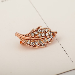 gold leaves Canada - New Design Europe Style Vintage Rose Gold Color Leaf Brooches Alloy Crystal Leaves Brooch Women Lady Fashion Jewelry
