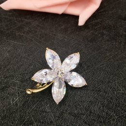 Superb New Style Fashion Lady Cubic Zirconia Flower Brooches Pins Romantic Plant  Brooch Corsage Wedding Bridal Party Jewelry Christmas Gift