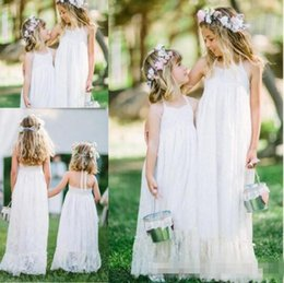 Barato Linda Linha Halter Chão-2016 New Lovely White Lace Boho Flower Girls Vestidos Halter Floor Length A Line Cheap Flower Girls Vestidos para Beach Garden Wedding Cheap