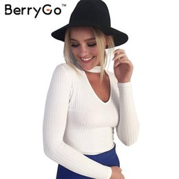 Dessus En Col Blanc Pas Cher-BerryGo Automne hiver chandail à bretelles noires blancs Tops femme blanche sexy pull Slim v col manches longues chic pull pull femme 17501