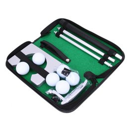 Cas De Formation En Gros Pas Cher-Vente en gros - Voyage portable Indoor Golf Putting Practice Kit Ensemble de formation de ballon Put Golf Tool Aids Tool with Carry Case 6 balles de golf