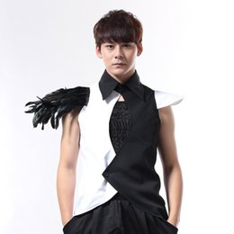 Barato Do Punk Roupas De Rocha Masculino-Novo preto e branco Masculino Cantor Nightclub Bar DJ DS Punk Rock Camisa Slim Vest Roupa masculina Men Stage Wear Show Feather Costumes