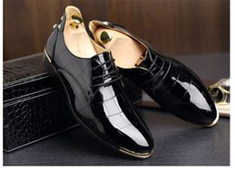 Red Wedges Shoes NZ - New Fashion Men Wedding Rivets Bottom Dress Shoes Red Leather Bottom Shoes Round Toe Flat Business British Lace-up Men's shoes