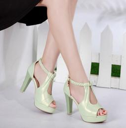 Venta al por mayor de primavera 2017 nueva peep-toe a prueba de agua dulce boca zapatos de pescado zapatos señora seguir sandalia tacones altos y sexy mujer gruesa