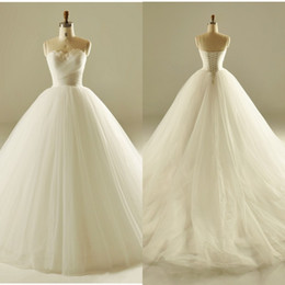 $enCountryForm.capitalKeyWord Australia - 2017 Modest Feather Ball Gown Wedding Dresses Sweetheart Ruched Backless Lace Up Bridal Gown Plus Size Court Train Wedding Dresses Free Veil