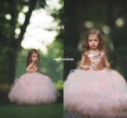 Barato Vestido Flores Rosa-Vestido de comunhão Rose Gold Sequins Blush Tulle Ball Gown Vestidos de meninas de flores 2017 Cap Sleeve Puffy Little Girls formal Wedding Party Dress