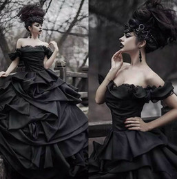 Barato Vestidos De Casamento Gótico De Vestido Victoriano-Off Shoulder Black Gothic Wedding Dresses 2017 Pick Up Satin Tiered Pleat Lace Vestidos de noiva vitoriana Plus Size Corset Back Custom Made
